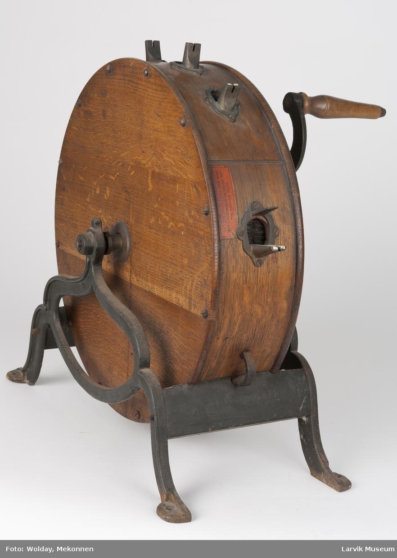 Form: rundt,sylinderformet,lakket hjul,sveiv av jern