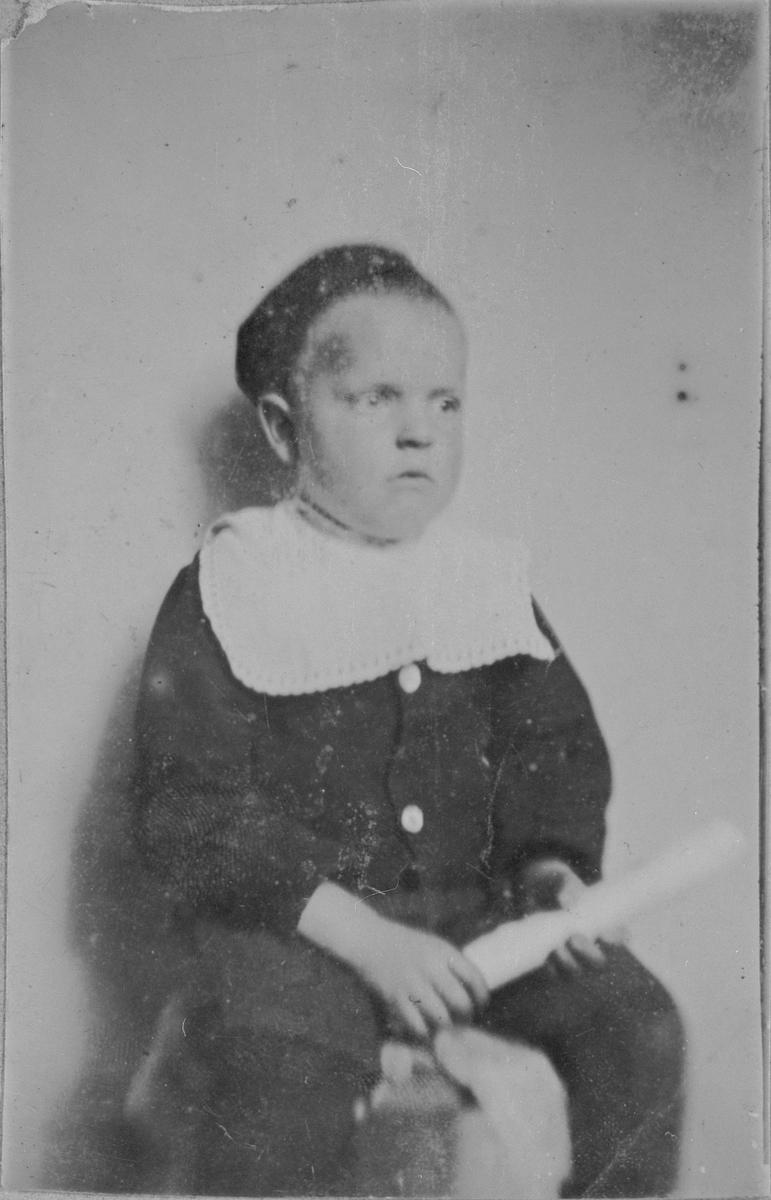 Sønn til Karen Hansen, søster til gamle Kristian i Bekkelaget.