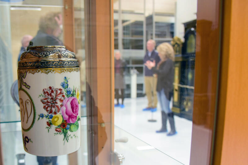 Blomsterhilsen fra svunnen tid. (Foto/Photo)