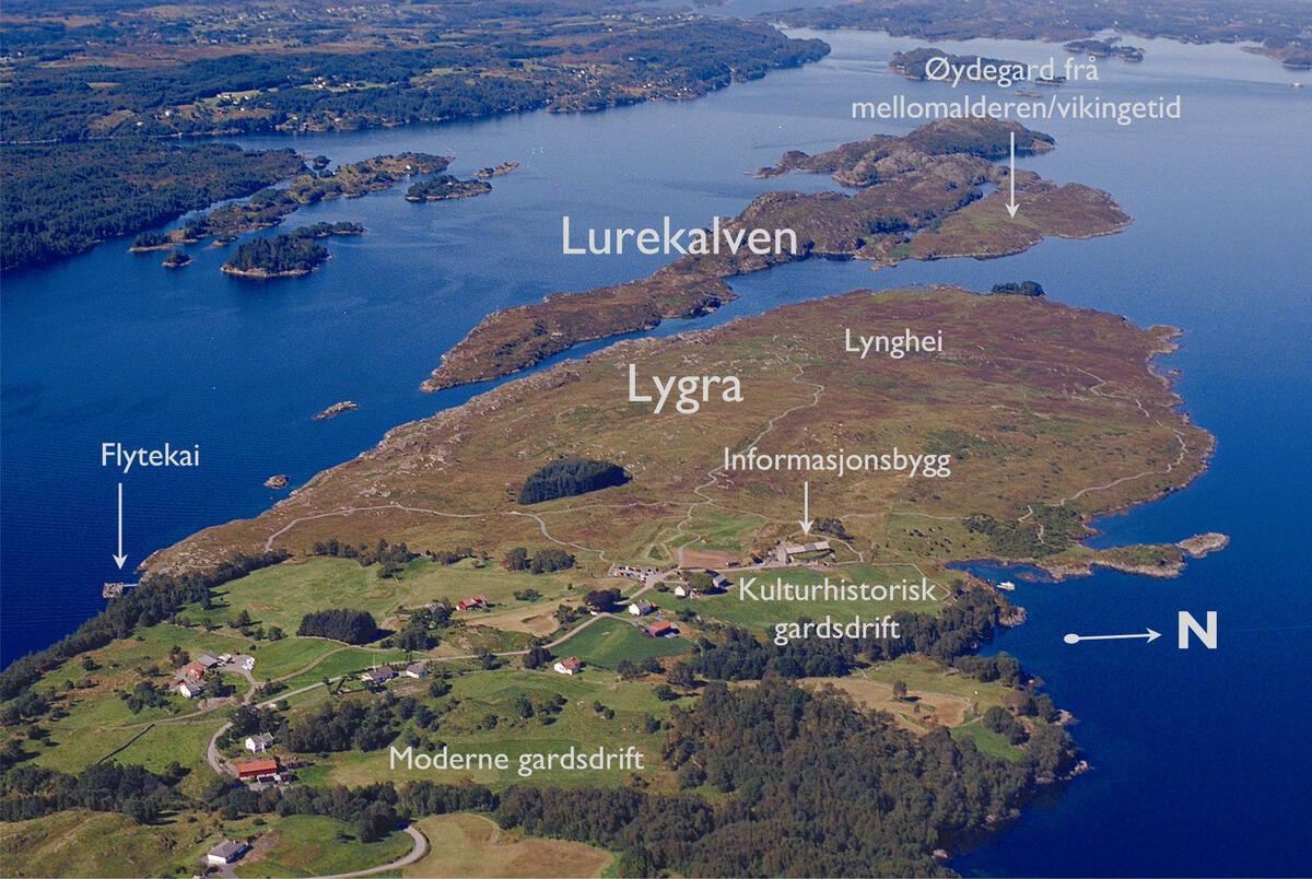 oversiktsbilete over Lygra i Nordhordland med påskriven tekst (Foto/Photo)