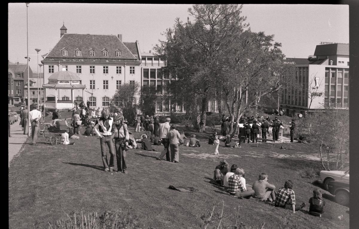Divisjonsmusikken spiller i Generalhagen.