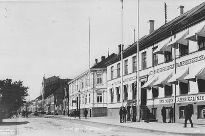 Kjpmannsgata_ca._1900.jpg. Foto/Photo