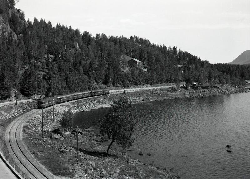 Valdresbanen på vei mot Fagernes, Nord-Aurdal. Foto: Olav Neste/Valdres Folkemuseum. (Foto/Photo)