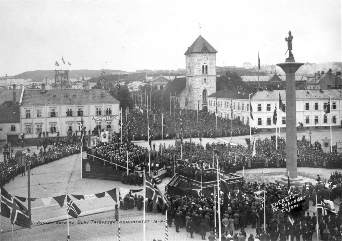 Avsløringen av Olav Tryggvason-statuen på Torget i Trondheim 18. 09. 1921