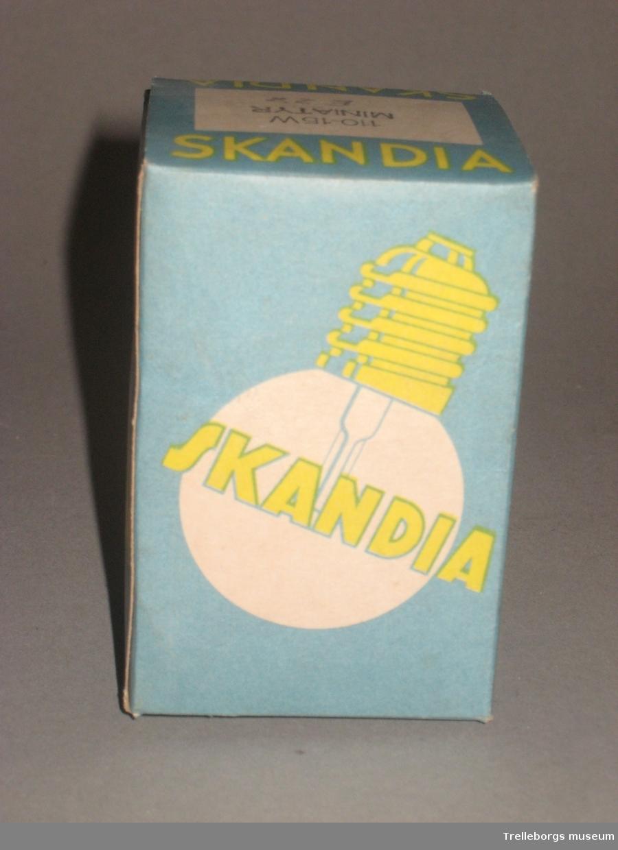 Åtta förpackningar innehållande 100-15W miniatyr glödlampor.