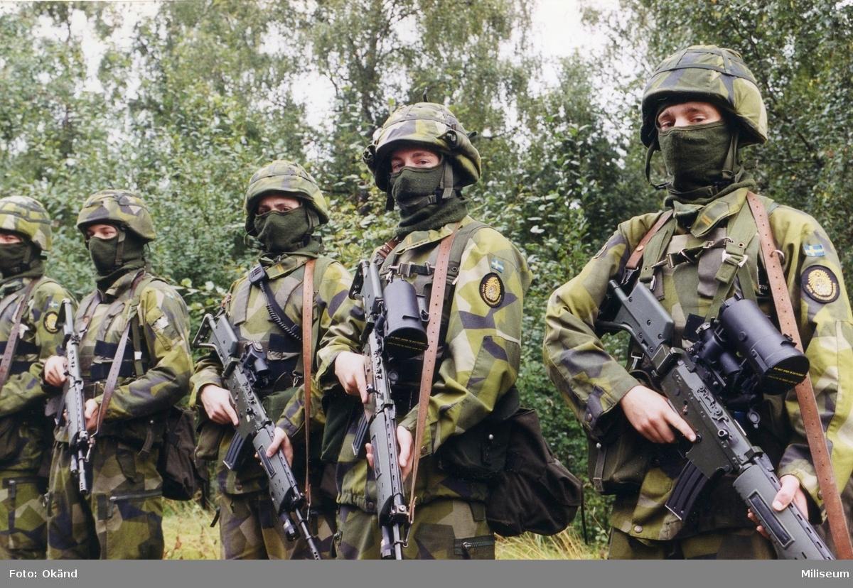 Bevakningssoldater på insatsutbildning.