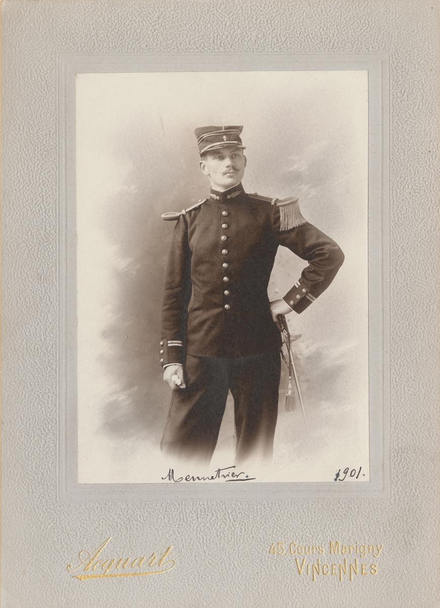 Porträtt av fransk officer, J. Mennetrier(?).