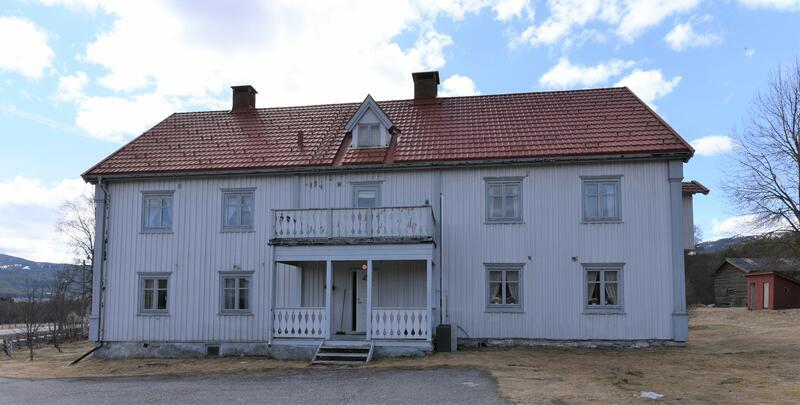 Nystu Trønnes, Kvitbygningen (Foto/Photo)