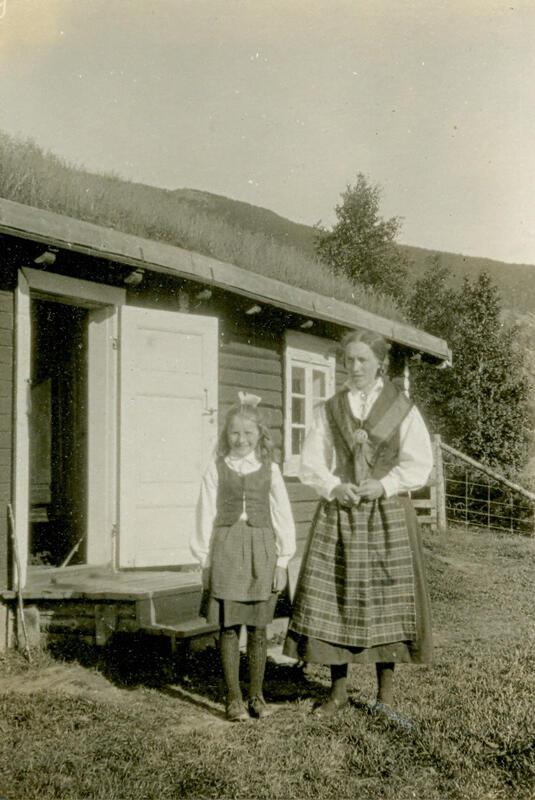 Turister på utflukt fra Sandbakken, ca, 1923-24.  Foto: Anno Musea i Nord-Østerdalen. (Foto/Photo)