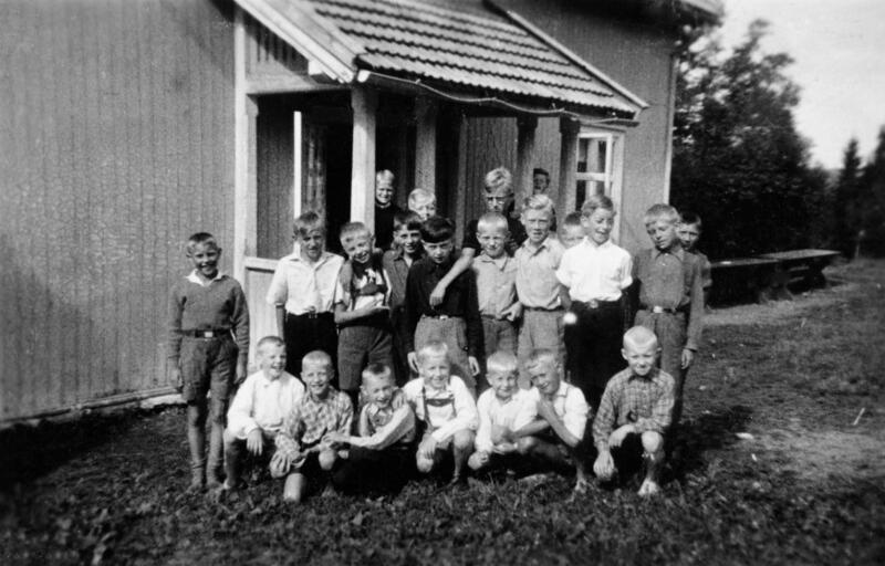 Gutter på Borgen feriekoloni sommeren 1940, Ringsaker. Foto: Thor Howard Helland/Anno Domkirkeodden. (Foto/Photo)