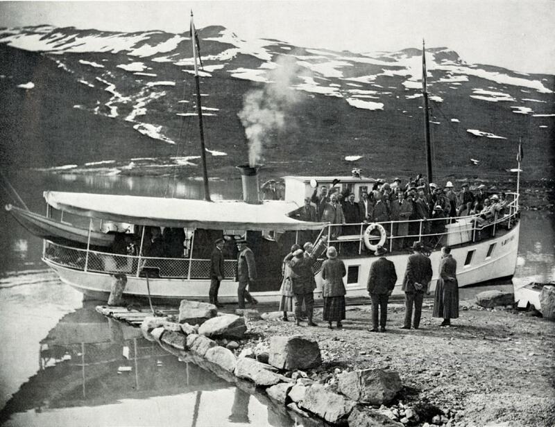 M/B Bitihorn ved brygga til Torfinsbu, Vang, Valdres. 1924. Foto: Valdres Folkemuseum. (Foto/Photo)