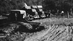 Lastebiler ved Båtbuktbekken, 22/8-1937.