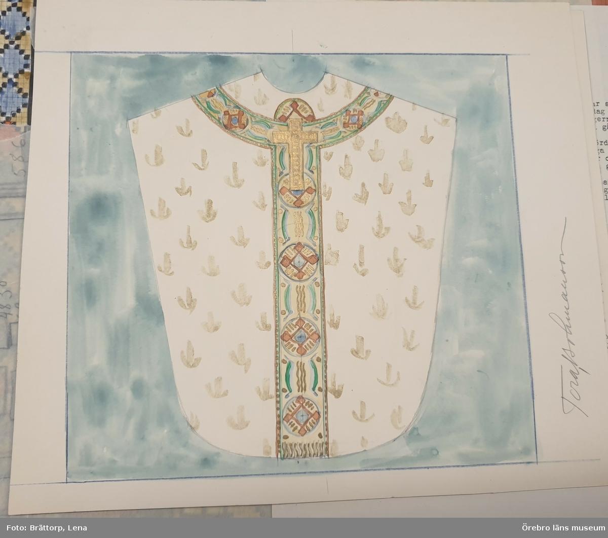 Skisser (akvarell) till ryamattor, kyrkmattor, kormattor, doprumsmattor, mm. 1930-talet. Hällefors, Bjurtjärn, Örebro Nikolai, Kil, Kräcklinge och Öja kyrkor. Mapp med cirka 40 skisser i akvarell och blyerts. Tora Aronsson, född Bohmansson (1919-1985). Aronsson som formgav många textilier, framförallt mattor, var knuten till Örebro läns hemslöjd. Hon tecknade även exlibris. Se även OLM-1935.130-1 och OLM-1936.173-1. Publ. Tidningen Hemslöjden 1939, sid 86.