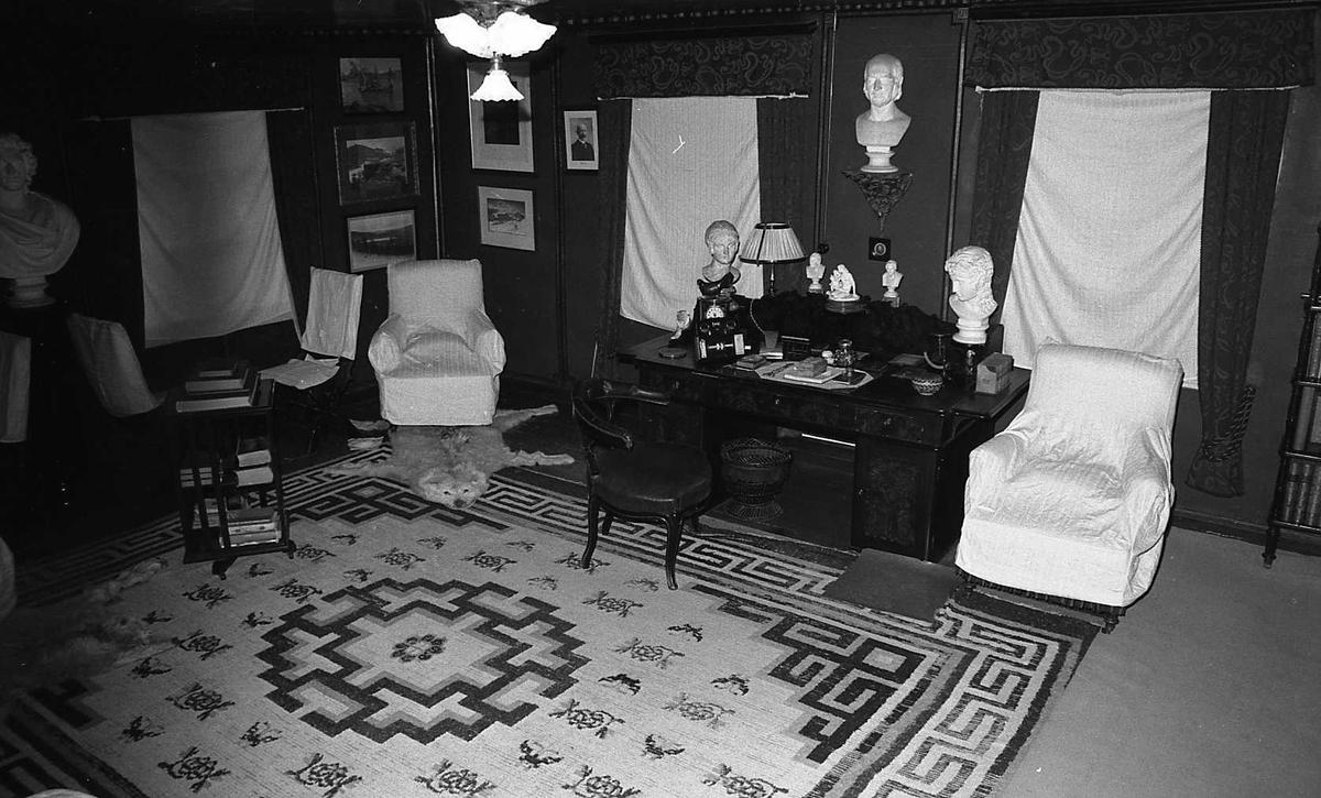 DOK:1983,Aulestad, interiør, arbeidsværelse, teppe, stol, skrivebord, byste,