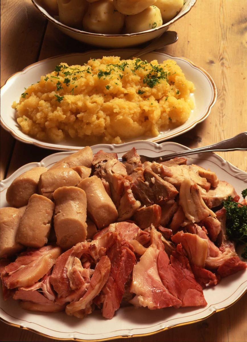 1995:Til bords med BB, mat, kjøtt, medisterpølse, poteter,