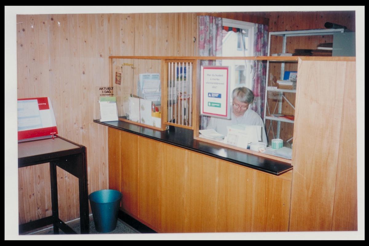 interiør, postkontor, 2252 Hokkåsen, ekspedisjon, kvinne