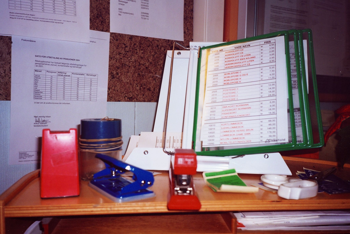 interiør, postkontor, 0137 Bekkelaget, skranke, stiftemaskin, hullemaskin, tarifold, boks med binders