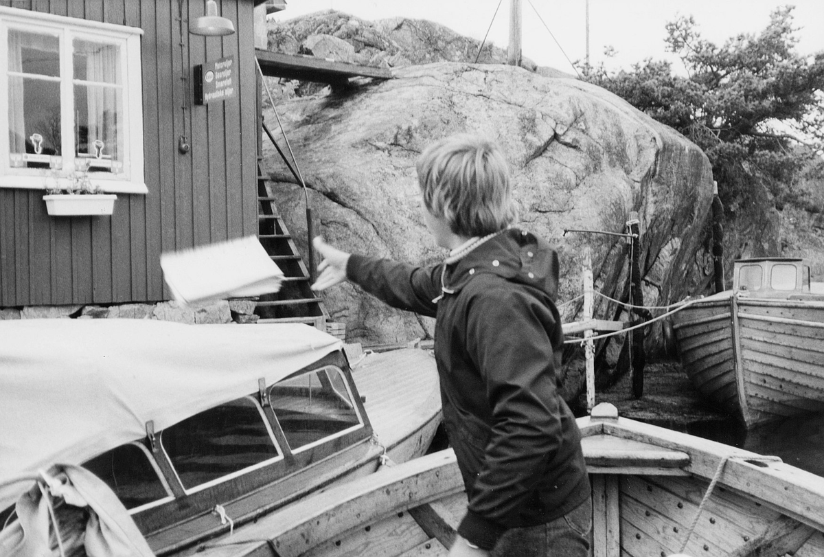 transport, båt, 3780 Skåtøy, ved kai, gutt, leverer post