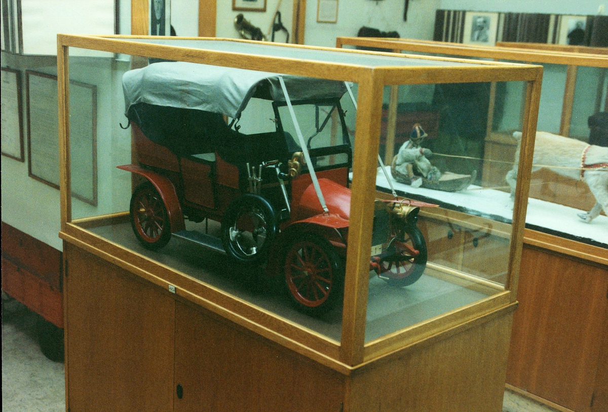 Postmuseet, Oslo, 4 etg. Dronningensgate 15, utstilling, modell av en postbil.