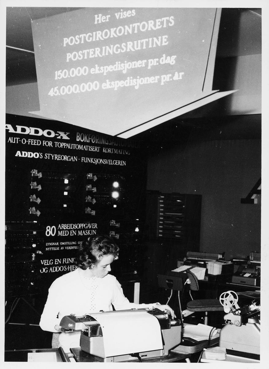 postgirokontoret, Postgirokontorets posteringsrutine, 1 dame, Addo-x bokføringsautomat