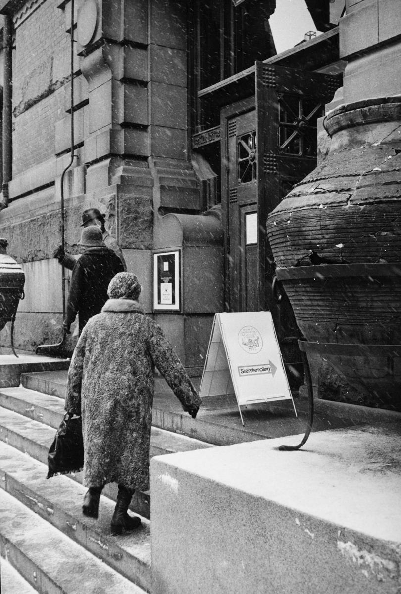 markedsseksjonen, utstilling, Kunstindustrimuseet 100 år, 25. mars, særstempling, eksteriør