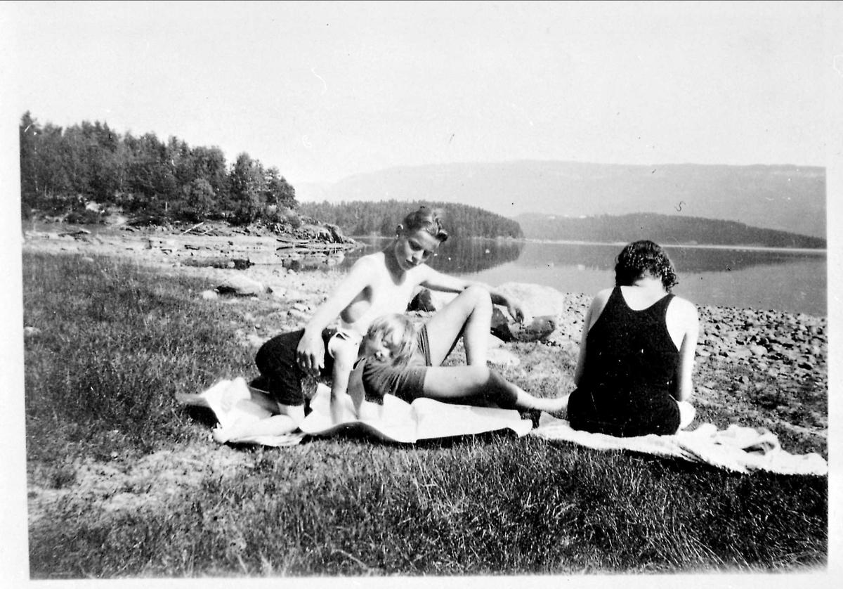 Sommer, sjø, kvinne, ung mann, barn