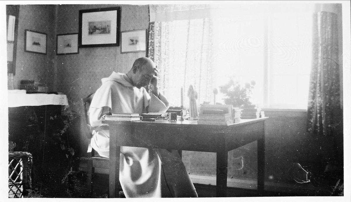 Pater, skrivebord, vindu