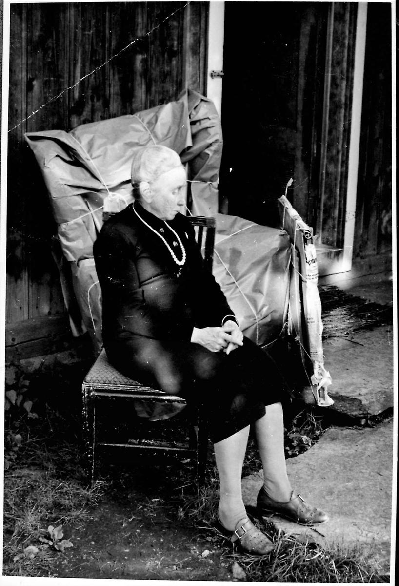 Kvinne, stol, ørelappstol