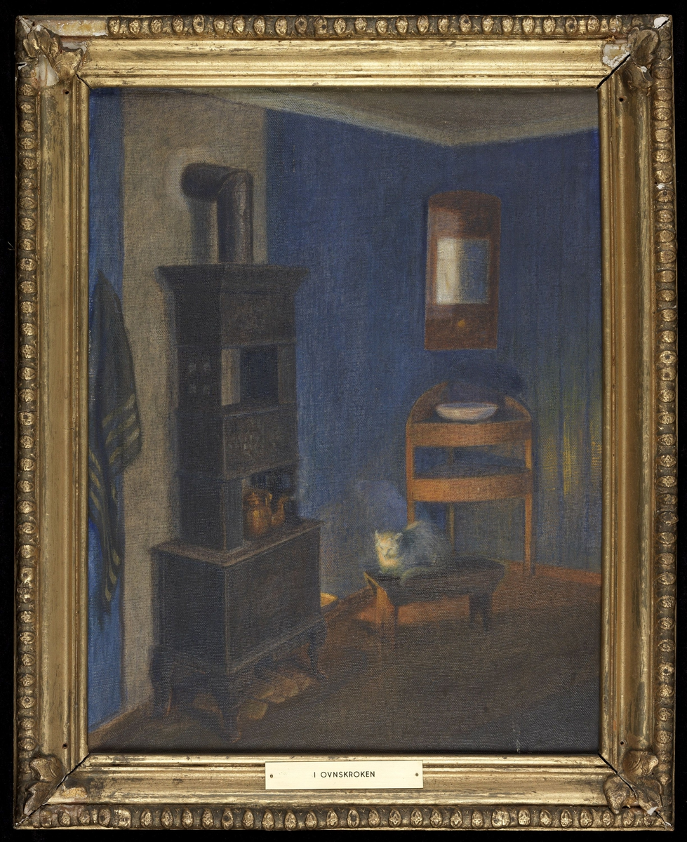 Interiør, hj. m. vaskeservant og speil, tilv. ovn, foran skammel m. katt, blått panel