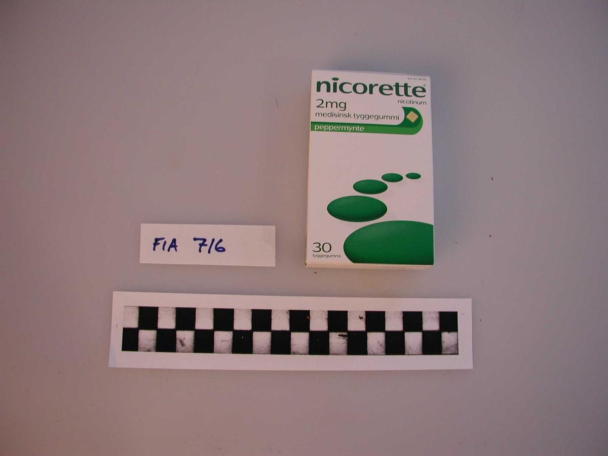 Nicorette tyggegummi. Brukes i røykeavvenning, smaksprøve med peppermyntesmak.
