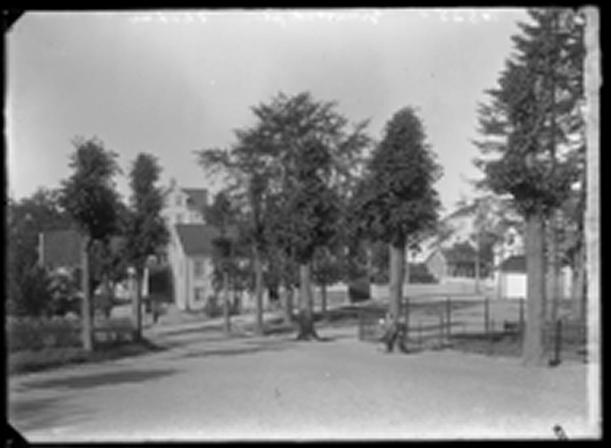 Plassen utenfor Grimstad kirke - Fladen - Kirkegaten
