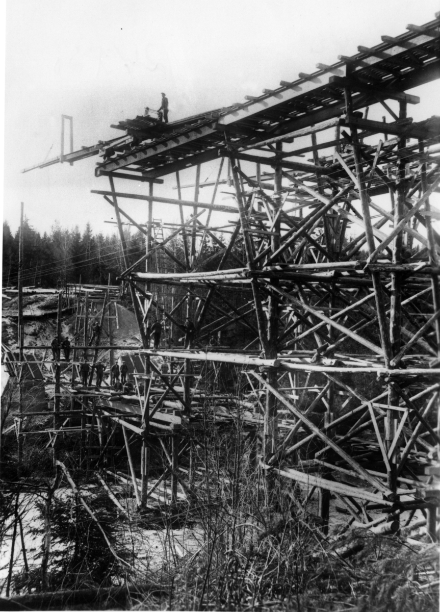 Bygging av ny jernbanebro