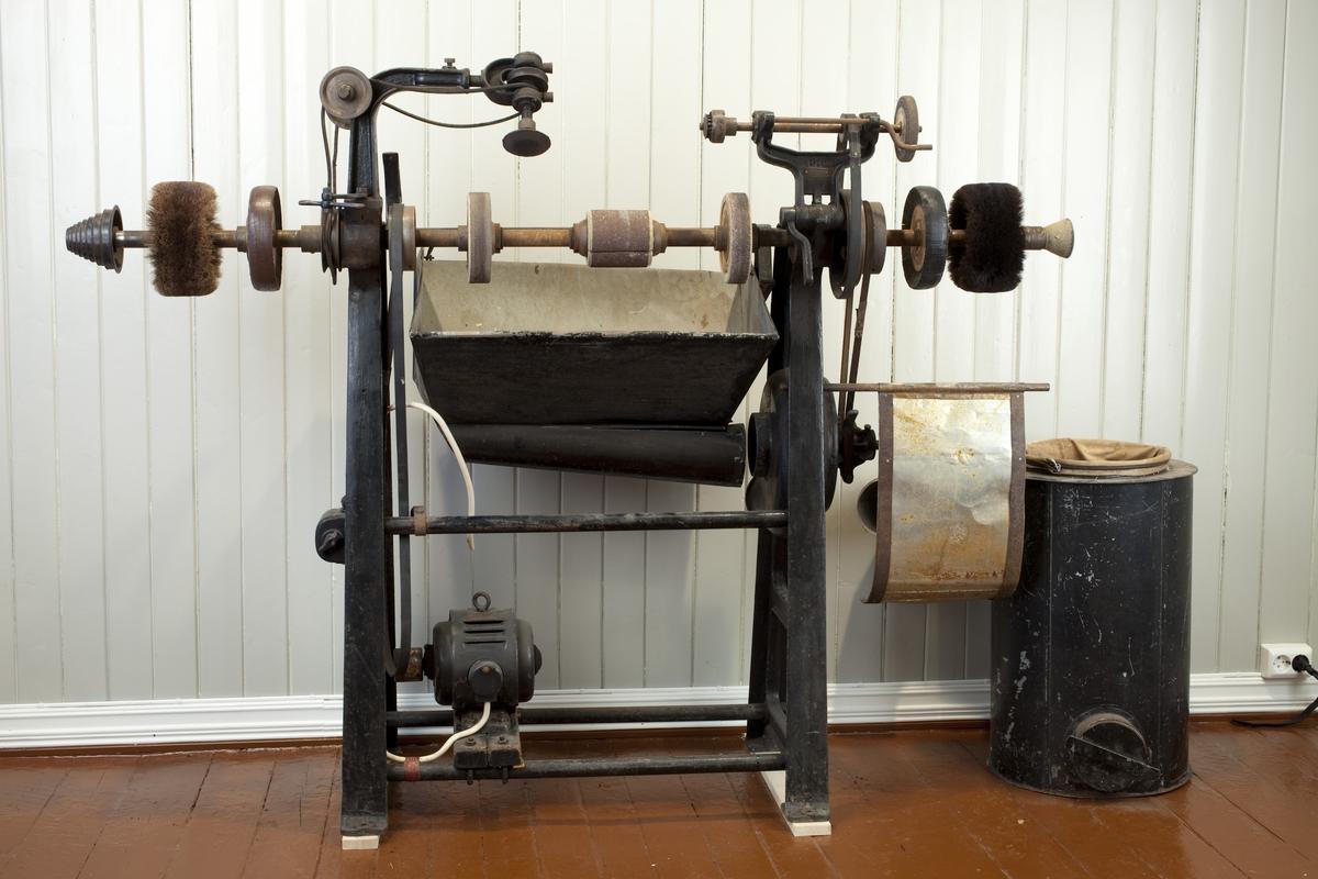 Maskinen brukes til å rubbe sålen, finpusse kanten rundt sålen, samt til diverse reparasjoner.
