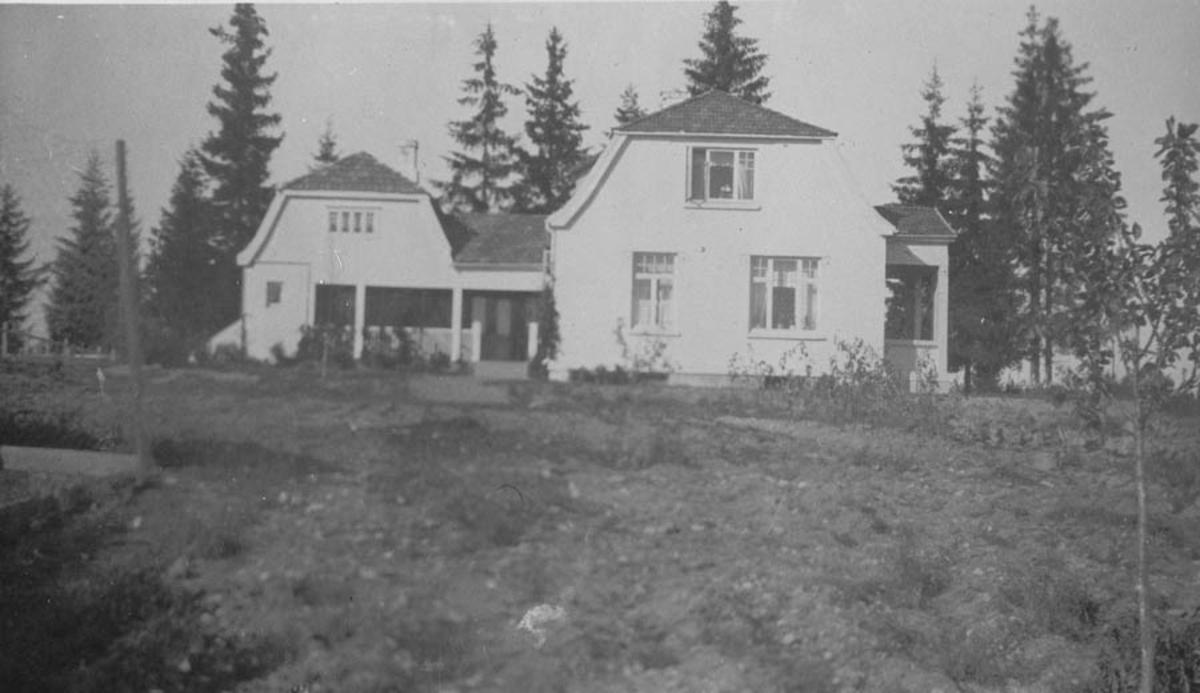 Huset var bygd i 1918 og eier var Hans A Hansen.