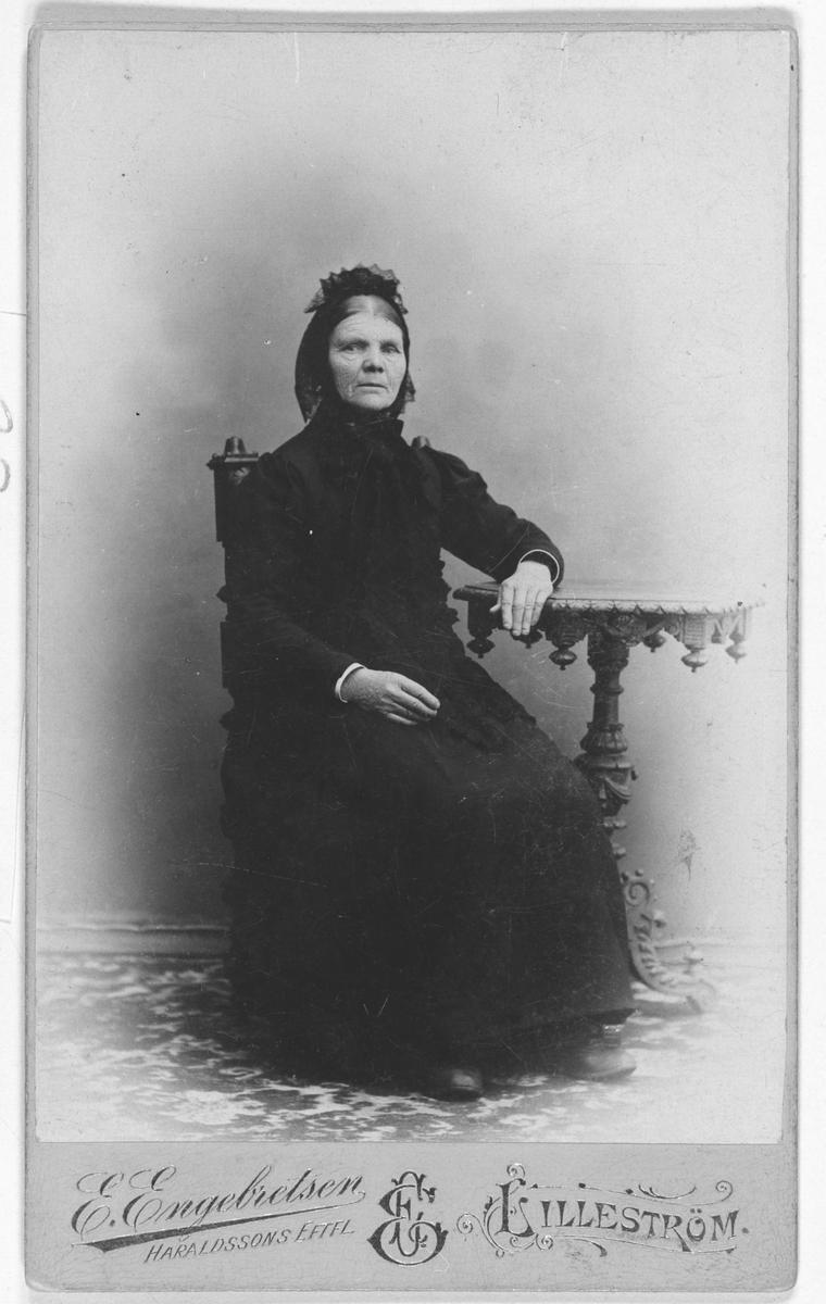 Portrettbilde av Oline Olsdatter Finholt, f. 1835 d. 1910.