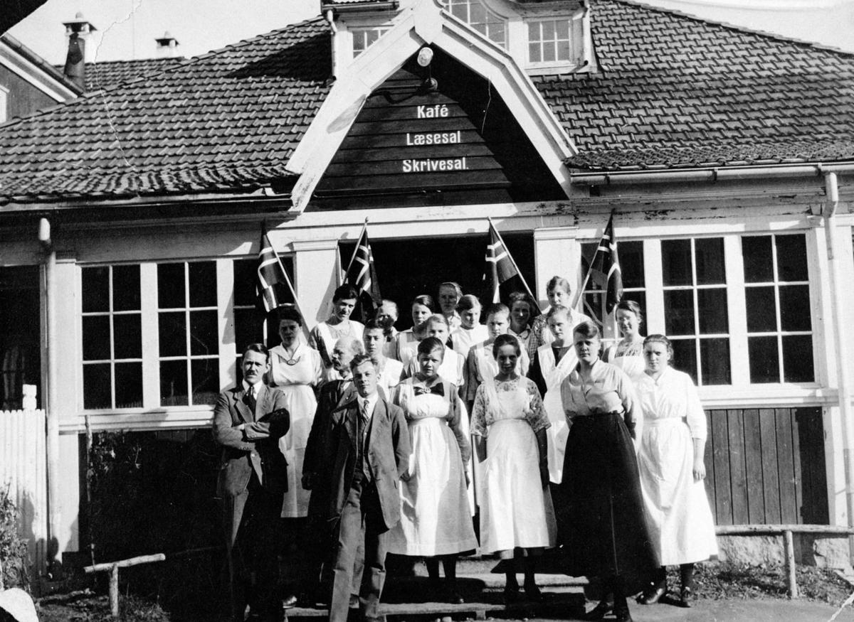 Innvielsen av Soldathjemmet på Trandum. Kong Håkon 7. tilstede.