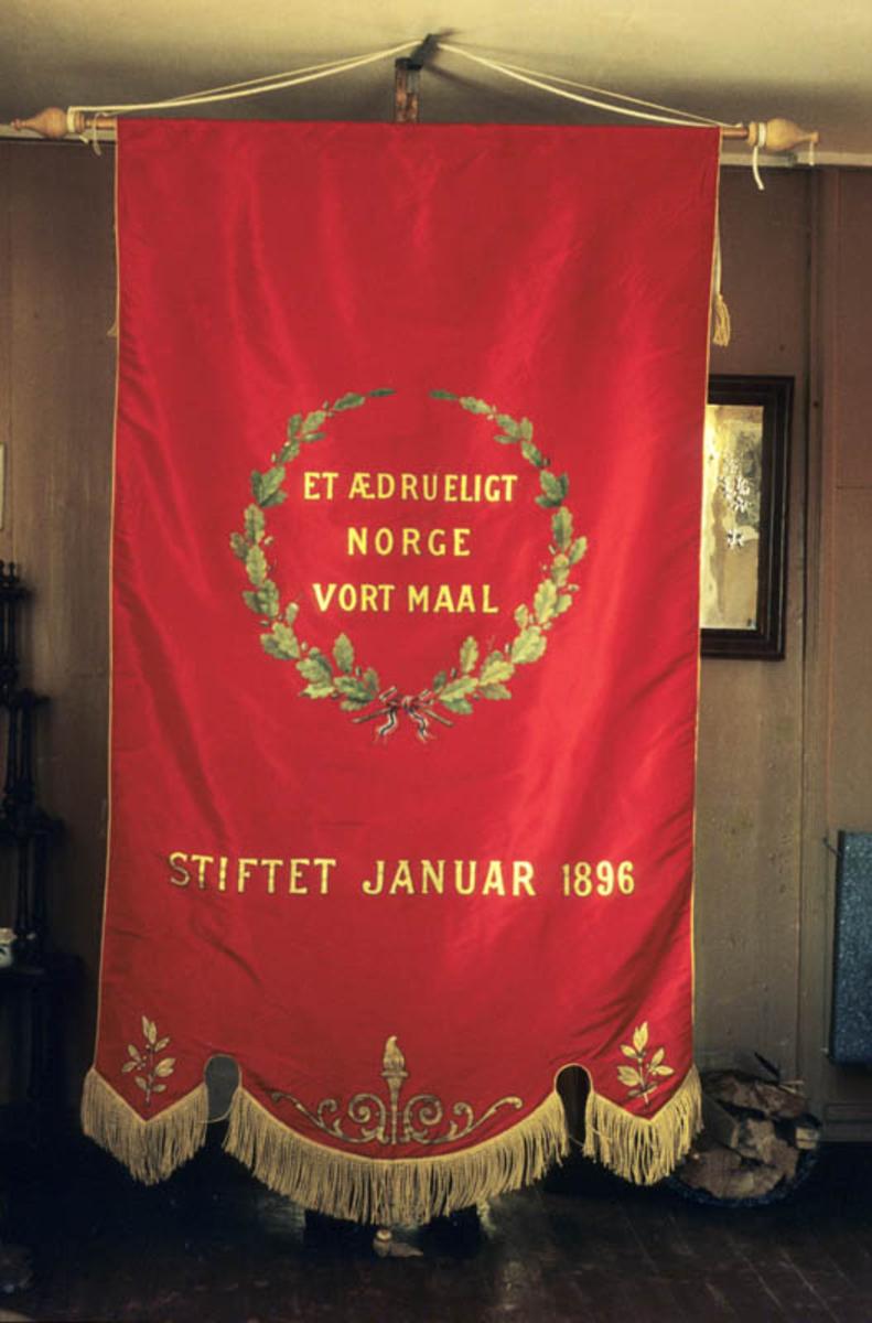 Hurdalen`s Totalavholdsforening/ fanen baksiden, rødfarget fra 1896.