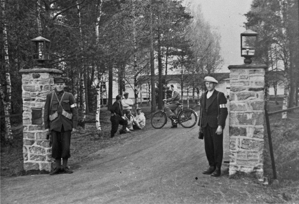 Ved Husmorskolen i Eidsvoll. Ole Gulbrandsen – Albert Gresslien til høyre.
