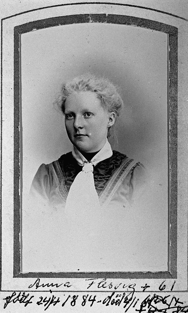 Anna Flesvig fdt. 1884