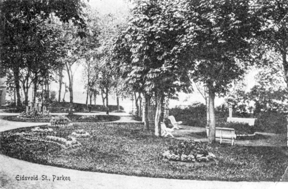 Parken ved Eidsvoll stasjon.