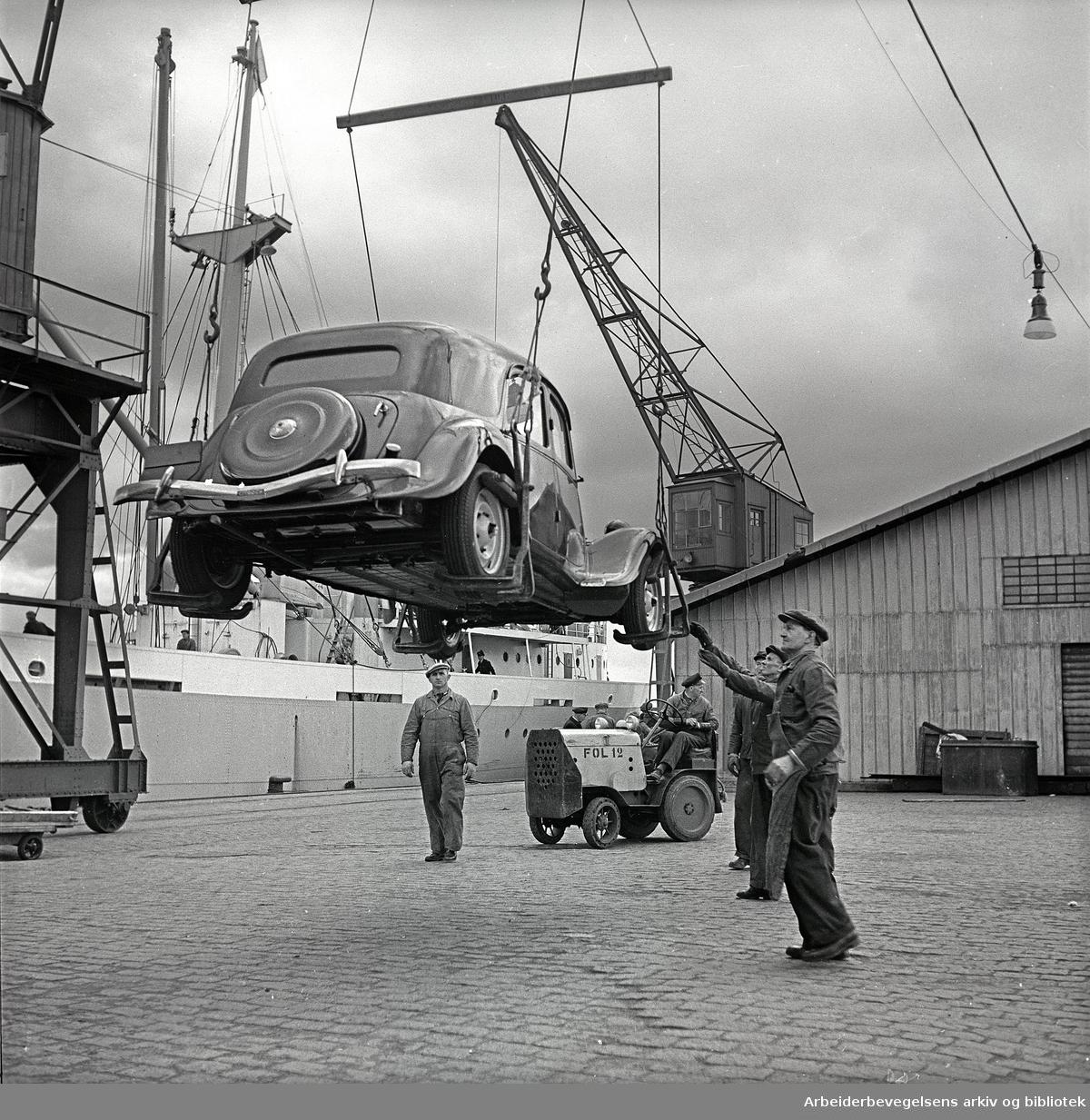 Lossing av biler ved Oslo Havn, .mars 1957
