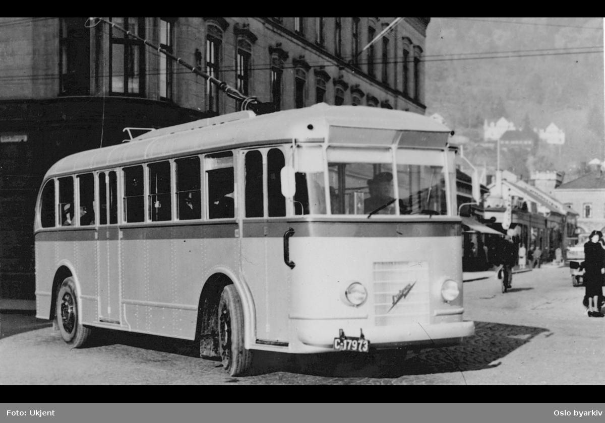 Oslo Sporveiers buss, A-15749, på prøvedrift i Drammen, Strømmen/Vickers 1939, Oslo første trolleybuss