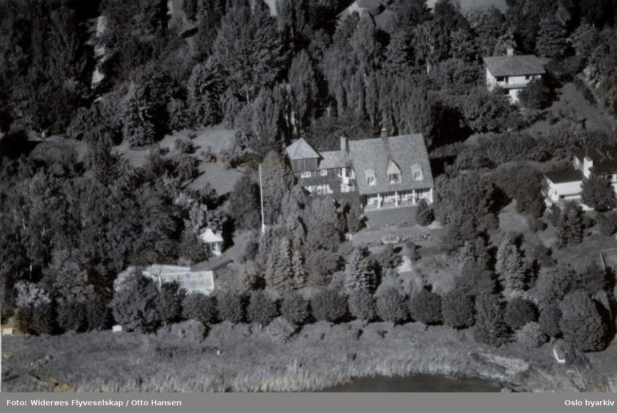 Eksteriør av villa (Flyfoto)