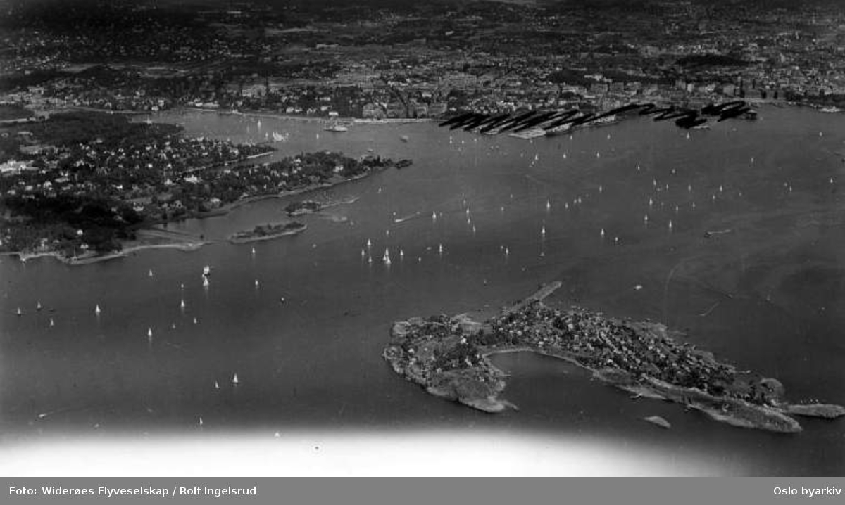 Nakholmen, feriehus, båter, Dyna fyr, Bygdøy (Flyfoto)