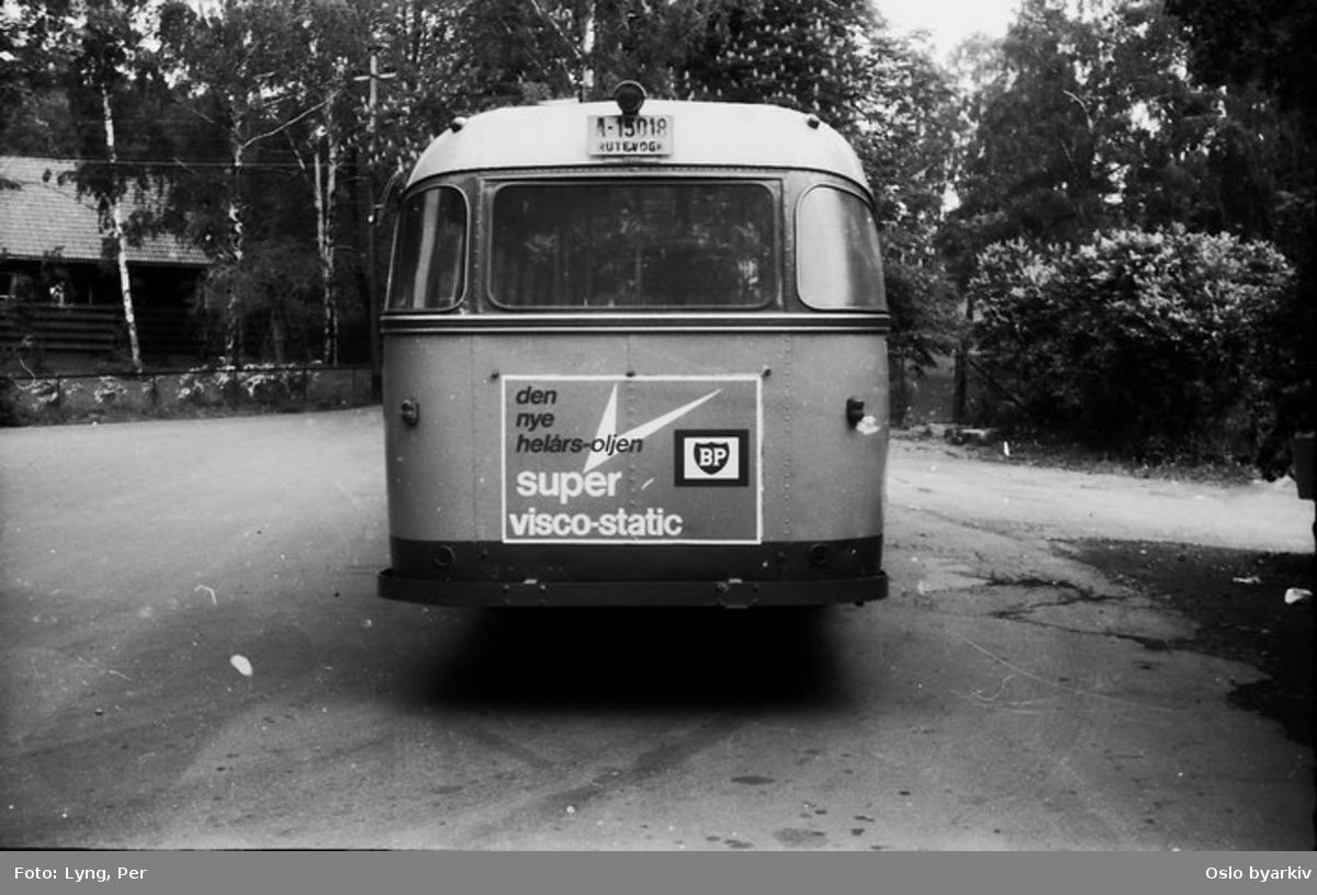 Busser, Ing. M.O. Schøyens Bilcentraler (SBC) buss A-15018 linje 30, på snuplassen ved Huk badestrand.