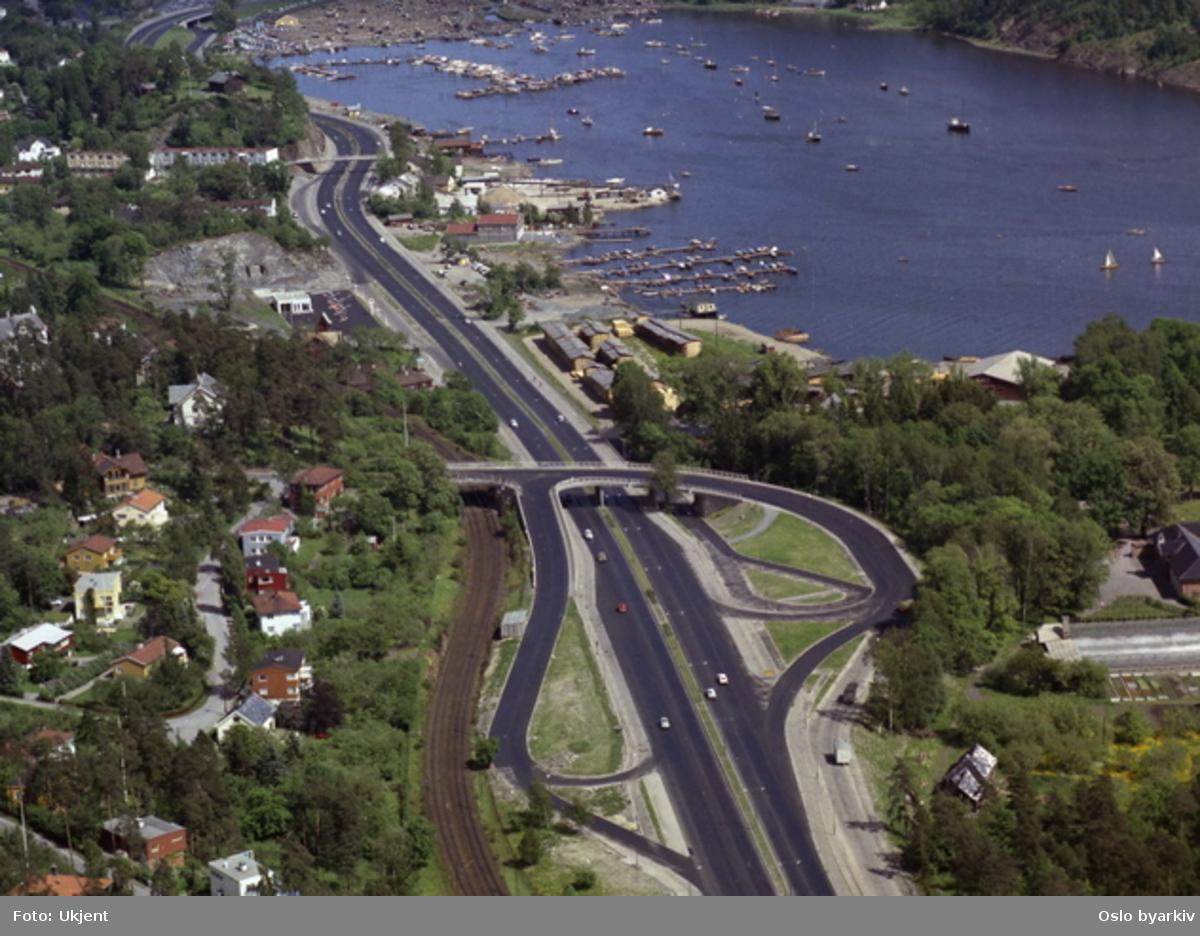 Drammensveien ved Vækerø. Sørvangen. (Flyfoto)