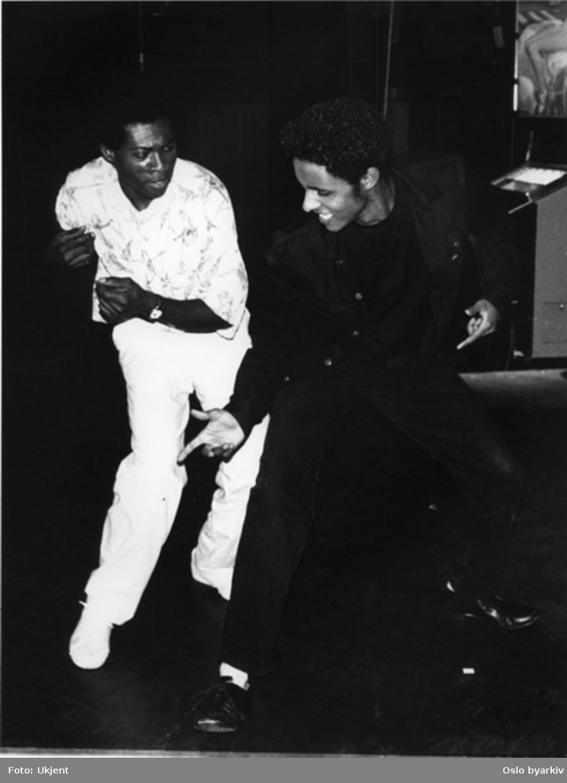 """""""Blues for Mr. Charlie"""", Teaterforestilling av James Baldwin på Parkteatret. 2-12. november 1993.Kontakt Nordic Black Theatre ved ev. bestilling av kopier."""
