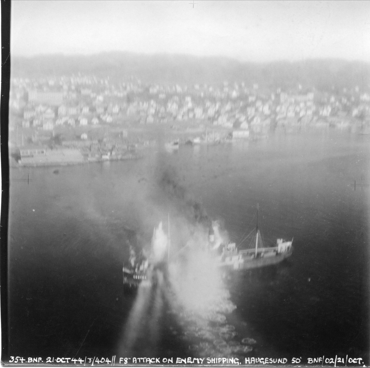 Fly fra 404 skvadronen angriper fiendtlige skip i Haugesund, 21. oktober 1944.