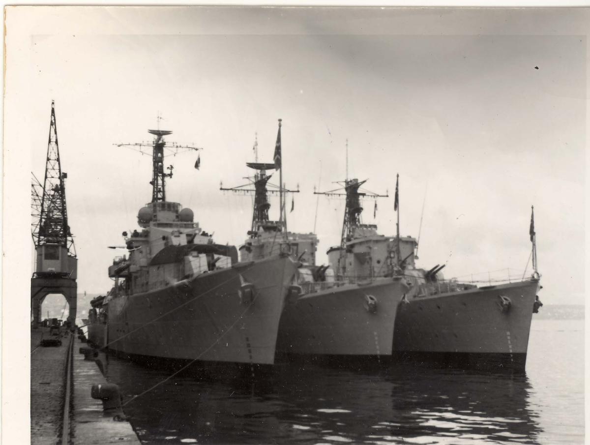 """Norske jagere ved kai, """"Bergen"""", """"Haugesund"""", """"Tromsø"""", mai 1956J"""