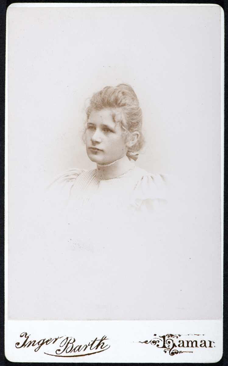 Marie Sandvik, portrett kvinne, visittkort.